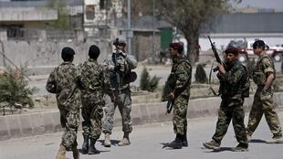 Усиленная армейская охрана у министерства обороны. Кабул 18/04/2011