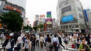 Pour Halloween, une foule monstrueuse de jeunes gens vêtus de costumes vont transformer le quartier branché de Shibuya en une véritable fête à ciel ouvert.
