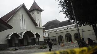 Soldiers stand guard outside a church after it was attacked by a mob in Temanggung 8 February 2011.