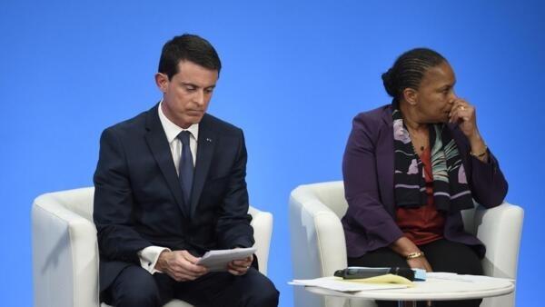 O chefe do governo Manuel Valls e a ex-ministra da justiça Christiane Taubira aquando da apresentação do projecto de reforma da Constituição no dia 23 de Dezembro de 2015.