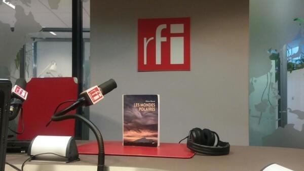 法國南北極問題專家米迦·莫雷(Mikaa Mered)先生的專著《極地世界》(Les Mondes Polaires)。