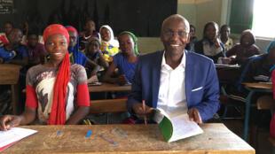 Ibrahima Thioub retourne à l'école primaire de Mbour.