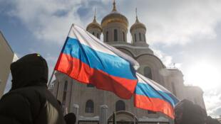 Более пяти тысяч человек приняли участие в московском шествии в память Бориса Немцова, среди них — ключевые фигуры российской оппозиции.