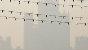 Fumaça provocada por incêndios florestais invade a capital russa e torna o ar irrespirável em Moscou.