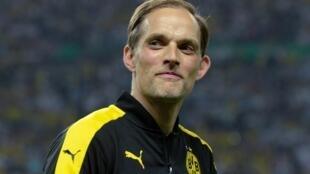 Former Borussia Dortmund coach Thomas Tuchel has been named as the new coach of Paris Saint-Germain.