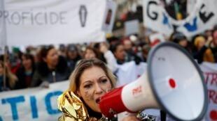 反對政府退休改革方案的遊行隊伍,2020年1月24日。