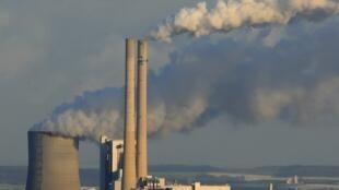 França aprova lei de emissão zero de C02 até 2050.