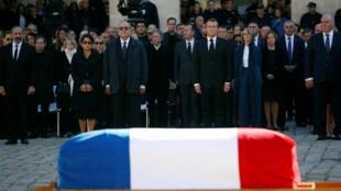 França se despede de Charles Aznavour com emocionante homenagem na Esplanada dos Inválidos