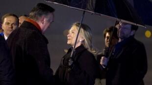 Secretária de estado americana é recebida pelo primeiro-ministro da Bósnia-Herzegovina,  Zlatko Lagumdzija, na capital, Sarajevo