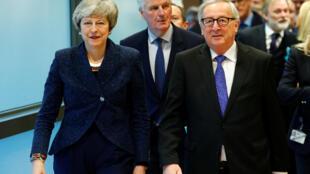 La Première ministre britannique Theresa May, Michel Barnier, et le président de la Commission européenne Jean-Claude Juncker à Bruxelles, le 7 février 2019. (Photo d'illustration).