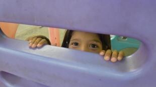 Une enfant réfugiée dans un camp de l'UNHCR à Portoviejo, en Équateur, le 4 juillet 2016.