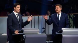 Le chef des libéraux Justin Trudeau et son principal rival, le chef des conservateurs Andrew Scheer à Gatineau, le 10 octobre 2019, lors du dernier débat avant les législatives. (Photo d'illustration)