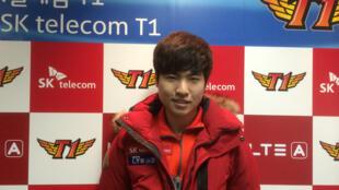 Eo Yoon-soo, 23 ans, joueur professionnel de «Starcraft II» (spécialité : Zerg) et membre de l'équipe SK Telecom, est une star du sport électronique en Corée du Sud.