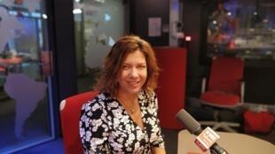 Caro Ferrer, cantora e compositora que mistura música árabe e nordestina em seu quarto álbum, Brisa Mourisca