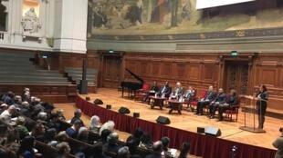 Em cerimônia na Sorbonne, Isabelle de Oliveira lança o Instituto do Mundo Lusófono (IMLus).