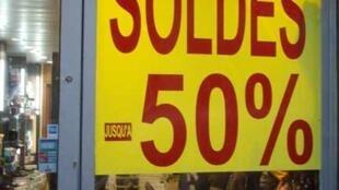 Lojistas franceses prometem descontos altos no início da temporada de liquidação.