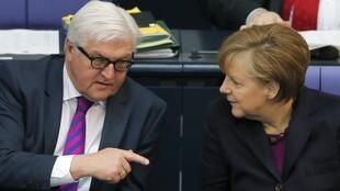 O ministro das Relações Exteriores da Alemanha, Frank-Walter Steinmeier, e a chanceler alemã, Angela Merkel.
