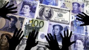 Mains sur argent.