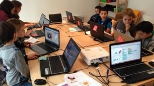 A classroom of kids learning to code at Magic Makers
