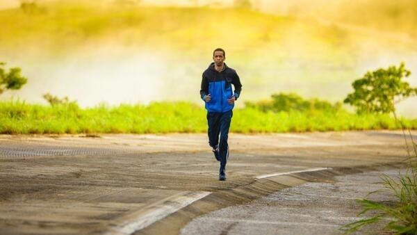 La course à pied stimule la formation des os et aide à prévenir l'ostéoporose.