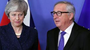 A premiê britânica, Theresa May, e o presidente da Comisséao Europeia, Jean-Claude Juncker, em 7 de fevereiro de 2019, em Bruxelas.