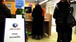 Guichê do Pôle Emploi, agência estatal de emprego na França.