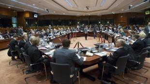 Ministros das Relações Exteriores e da Defesa da União Europeia reunidos no Conselho da UE em Bruxelas, Bélgica, 17 de novembro, de 2015.