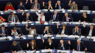 Deputados participam de sessão no Parlamento Europeu, em 22 de novembro de 2016.