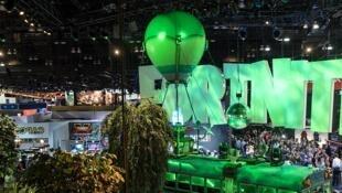 Le public se masse au stand Fortnite de l'E3, le 12 juin 2018, à Los Angeles.