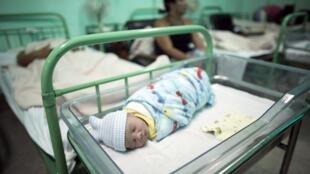 Trẻ sơ sinh tại bệnh viện Ana Betancourt de Mora, Camaguey, Cuba (Ảnh chụp ngày 19/06/2015)