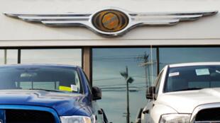 Des pick-ups Chrysler Jeep Dodge garés devant une agence Chrysler dans le Massachusetts, le 30 avril 2009.