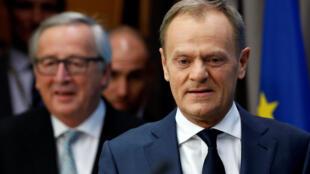 Председатель ЕС Дональд Туск (справа) и глава Еврокомиссии Жан-Клод Юнкер