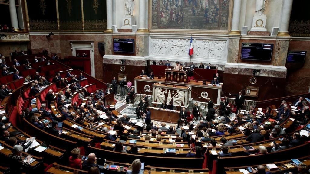 Le parti d'Emmanuel Macron perd sa majorité absolue à l'Assemblée nationale