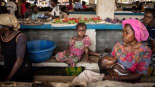 En Afrique centrale, certains parents, peu soucieux de l'effet que cela pourra produire sur leur enfant, se servent des prénoms pour dire leur humeur, ou exprimer leur gratitude.