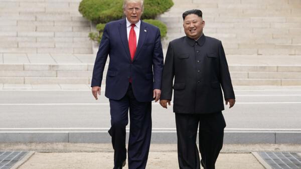 6月30日,美國總統特朗普在朝鮮領導人金正恩邀請下跨過三八線進入朝鮮領土。