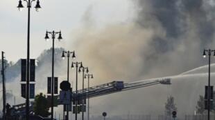 Dập tắt hỏa hoạn do tai nạn tàu lửa tại Lac Mégantic.