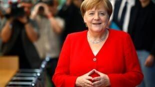 A chanceler alemã, Angela Merkel, durante a tradicional coletiva de imprensa de verão do governo alemão, nesta sexta-feira (19).