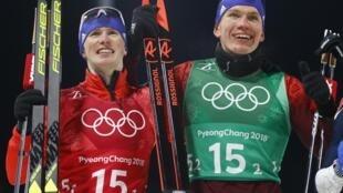 Денис Спицов и Александр Большунов радуются олимпийскому серебру