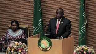 Cyril Ramaphosa à la tribune de l'Union africaine lors de sa prise de fonction comme patron de l'organisation, le 9 février 2020.