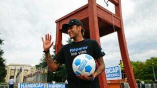 Neymar é o o novo embaixador da ONG Handicap International, que trabalha a serviço de pessoas com deficiência nos países pobres, vítimas de conflitos ou desastres naturais.