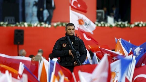 A Counter Attack Team (CAT) special forces police officer stands guard during an election rally of the ruling AK Party in Istanbul, October 25, 2015.