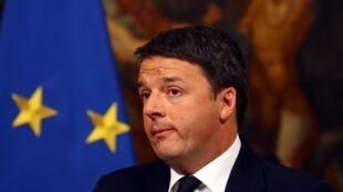 Matteo Renzi, en conférence de presse, le 5 décembre 2016, après le rejet du référendum constitutionnel.