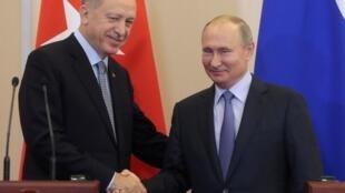 Presidentes Recep Tayyip Erdogan e Vladimir Putin em Sochi 22/10/2019