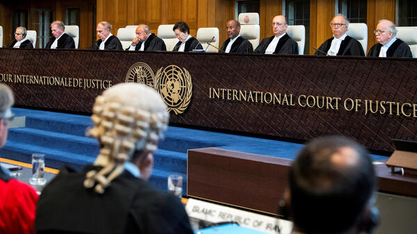 Membros da Corte Internacional de Justiça durante um depoimento no caso sobre violação do Tratado de 1955 entre Irã e Estados Unidos, em 27 de agosto de 2018.
