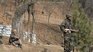 印度控制的克什米爾地區一印軍軍人巡邏資料圖片