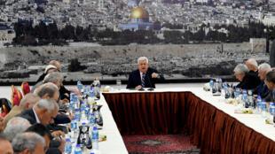 """O presidente da Autoridade Palestina, Mahmud Abbas, disse que o embaixador dos Estados Unidos em Tel Aviv é um colono e o filho de uma """"cadela"""", durante uma reunião com líderes palestinos em Ramallah."""