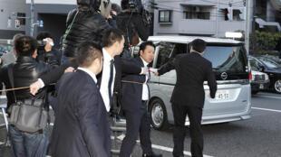 Chiếc xe được cho là chở Carlos Ghosn rời khỏi nhà ông ở Tokyo, 04/04/2019.