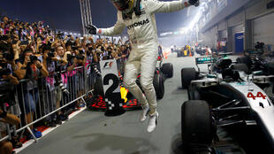 Lewis Hamilton won the Singapore Grand Prix after starting in fifth place.