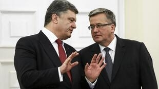Петр Порошенко и Бронислав Коморовский в ходе встречи в Варшаве 17/12/2014