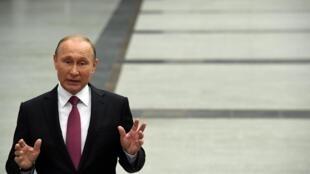 Владимир Путин заявил, что никогда, за долгие годы руководства российским государством, не пользовался услугами двойников.